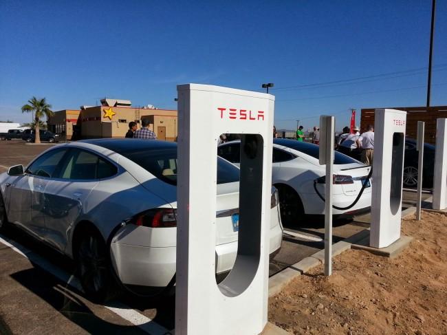 Trạm sạc điện cho xe điện của hãng Tesla